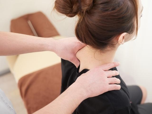 段階別に施術を行い全身のバランスを整えて症状を解消します