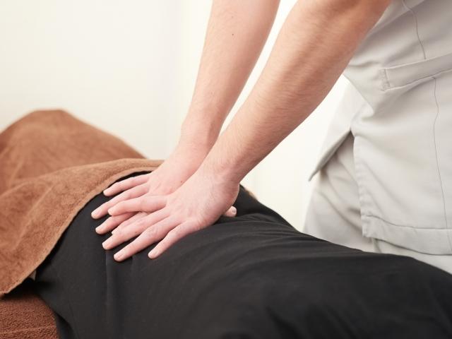 症状を見極めて最適な施術を行い痛みを改善します