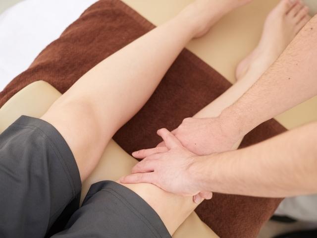 膝裏や骨盤などを整える施術で症状を改善します